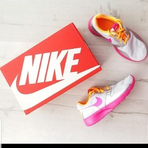 Nike running sneakers shoes size 8.5